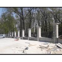 Монтаж бетонних стовпів.
